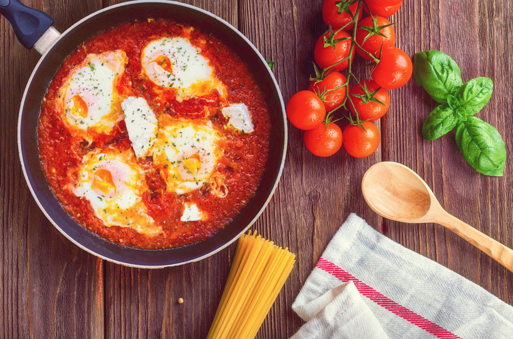 foodiesfeed.com_greek-shakshuka-on-a-wooden-board